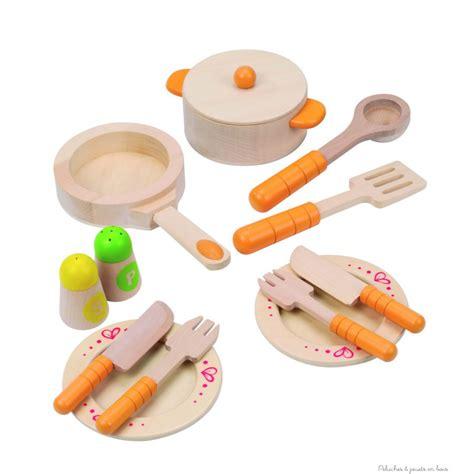 jouer de cuisine assiette couvert cuisine pour jouer à la dinette jouet en