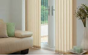 Newknowledgebase Blogs Varieties Of Window Blinds Window Blinds On Pinterest Blinds Window Treatments And Window Shade From Traditional Living Room By Blinds Living Room Windows Window Coverings Bay Window Treatments