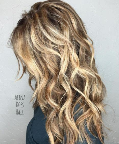 goldbrauner haare mit lange wellen frisuren bilder und