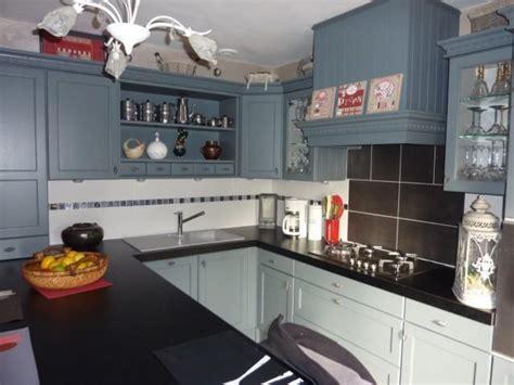 plan de cuisine en quartz cuisine cottage avec portes en chêne massif l p n s concept et creation armony cuisine à lens