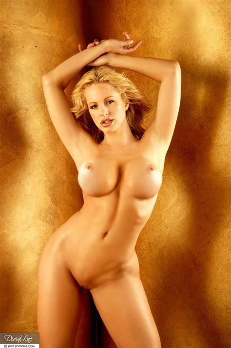 Foxhq Divini Rae Nude