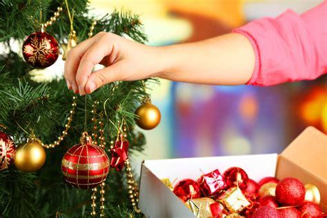 how to hang garland on christmas tree creative ways to hang garland on a tree ebay