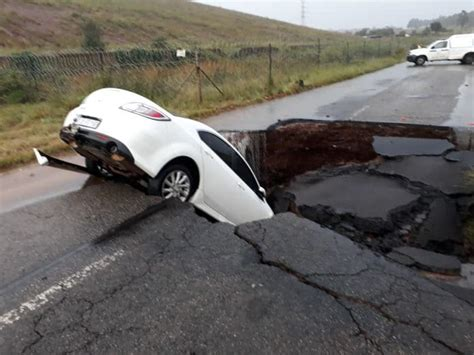 gauteng weather floods sinkhole johannesburg flooding roads centurion road joburg r55 storm heavy march rainfall affected africa south huge disaster