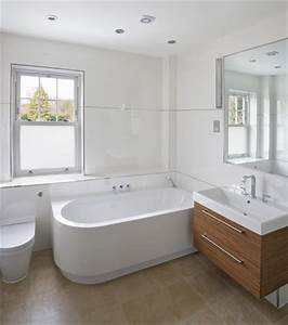 Salle De Bain Blanche Et Bois : 8 trucs pour une salle de bain plus grande co peinture ~ Preciouscoupons.com Idées de Décoration