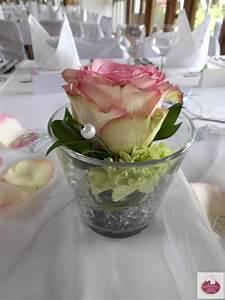Rosen Im Glas : esperance rosen und gr ne nelken tischdeko ~ Eleganceandgraceweddings.com Haus und Dekorationen