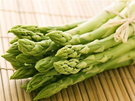 cuisiner les asperges vertes asperges vertes ou violettes lesquelles choisir