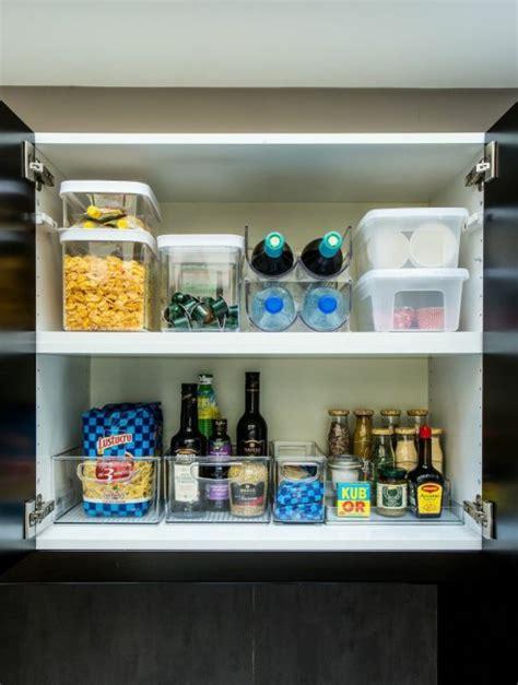 ranger placard cuisine étagère placard cuisine ranger rangement cuisine épicerie bouteilles on range tout