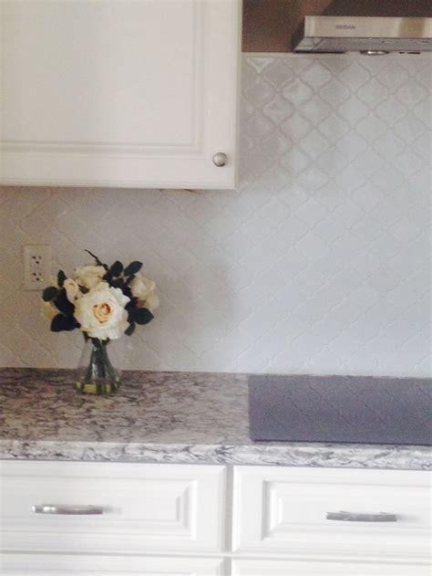 white arabesque lantern tile backsplash