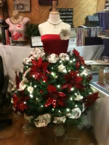 diy tree mannequin lots of ideas tree decorating and tree dress