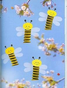 Bastelideen Sommer Kindergarten : kleine bienen basteln kinder fr hling papier fr hling ostern ~ Frokenaadalensverden.com Haus und Dekorationen