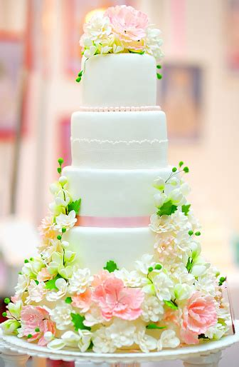 Big Wedding Cake Stock Photo - Download Image Now - iStock