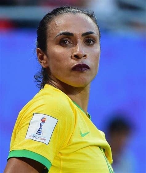 Veja o que está por trás do batom usado por Marta na Copa ...