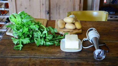 Foglie Di Sedano Ricette Ricetta Vellutata Con Foglie Di Sedano E Patate Riciblog