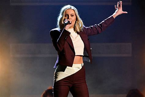 Kelsea Ballerini Delivers High-power 'miss Me More' At