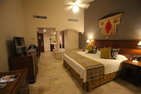 hotel avec bain a remous dans la chambre chambre avec dans la salle de bain et mini