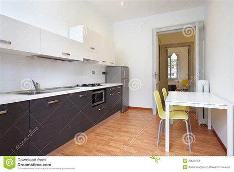 cuisine appartement cuisine moderne en appartement neuf photo stock image
