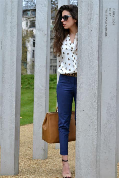 Outfit Pantalon Beige Y Blusa Azul