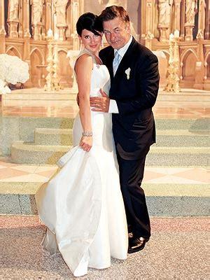 Alec Baldwin, Hilaria Thomas Wedding Dress Photos ? Style
