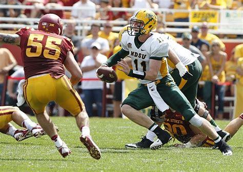 ndsu starting quarterback carson wentz suffers wrist injury
