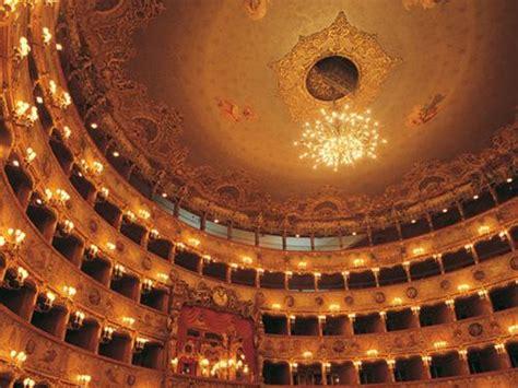 visitando el teatro la fenice  venecia