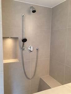 Begehbare Dusche Bilder : gemauerte dusche als blickfang im badezimmer vor und nachteile ~ Bigdaddyawards.com Haus und Dekorationen