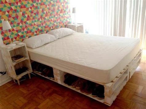 fabriquer une chambre en comment faire un lit en palette 52 idées à ne pas manquer
