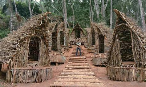 rumah seribu kayu