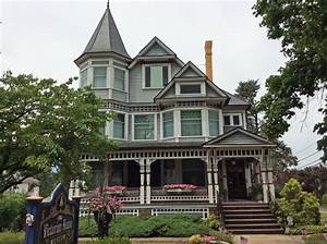 Holmes County Historical Society : Victorian House and