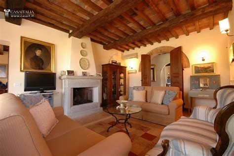 traditional villa  sale  tuscany   managed complex