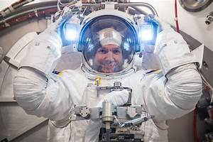 Space in Images - 2013 - 12 - Alexander Gerst spacesuit ...