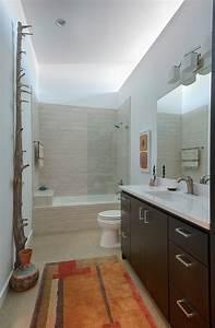 Petite salle de bains avec baignoire douche 27 idees sympas for Petite salle de bain rectangulaire