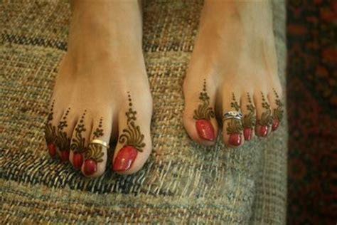 latest mehendi designs  feet heart bows makeup