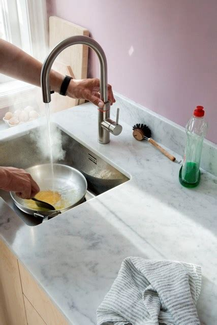Wassereinrichtung Im Innenraumeingangsbereich Mit Wasser 2 by Quooker Kochendes Wasser Auf Www Kuechenkontor Gmbh De