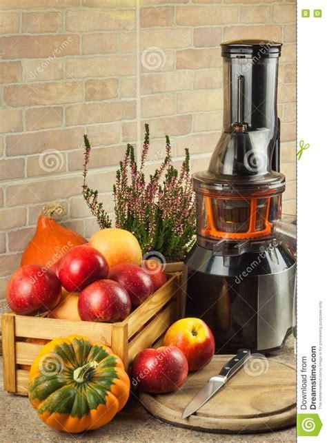 juice apple fresh processing kitchen preparing juices juicing apples autumnal juicer fruit healthy diet