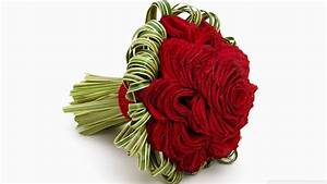 Red roses in a beautiful wedding bouquet wallpapers and ...