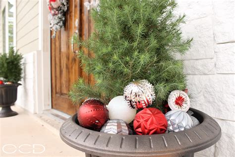 christmas front porch organize clean decorate