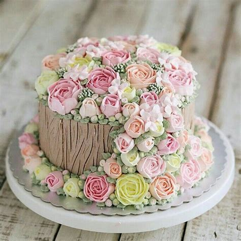 beautiful decorated cakes best 25 vintage birthday cakes ideas on pinterest vintage cakes alice in wonderland cakes