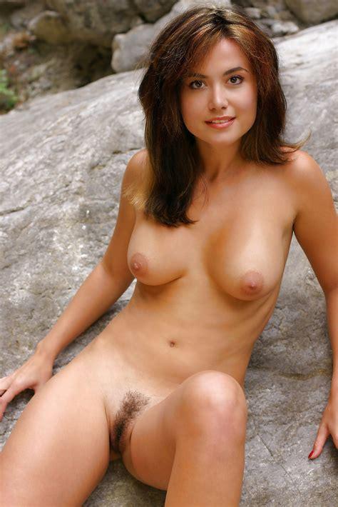 A nude tala Aranka A