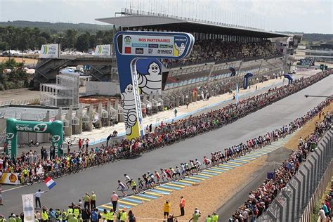The event can accommodate 180,000 spectators. Pearl Izumi 24 Hours Cycling of Le Mans: new record of participation   Radmarathon in Österreich ...