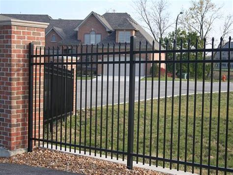 tips  selecting good   houses fence  ideas