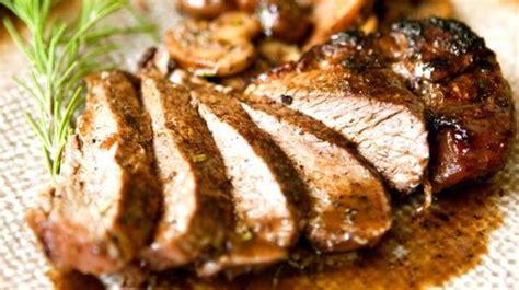 cuisiner du filet mignon de porc filet mignon de porc au romarin recette par miss paprika