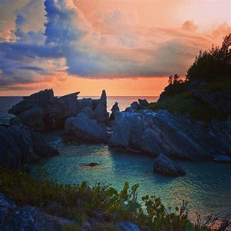 Because of its rocky shoreline, Bermuda has many gorgeous coves and swimming holes! Coco Reef is