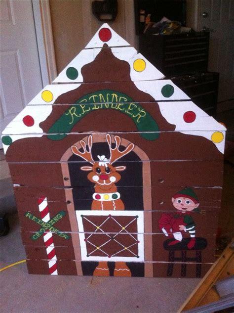 gingerbread reindeer stables  elf hand painted