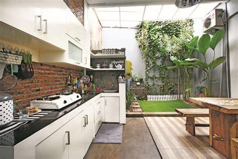 Berkonsep natural minimalis dapur terbuka ini