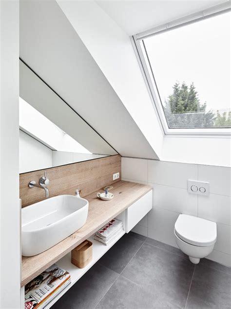 dachfenster dachgeschoss spiegel holz waschbecken