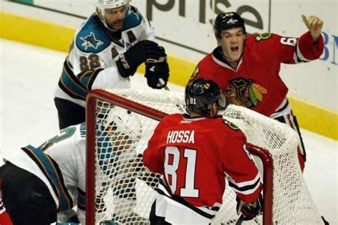 Andrew Shaw Meme - les blackhawks infligent aux sharks un 7e revers de suite hockey