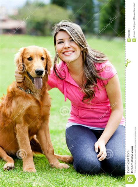 mujer pegada con un perro mujer pegada con el perro