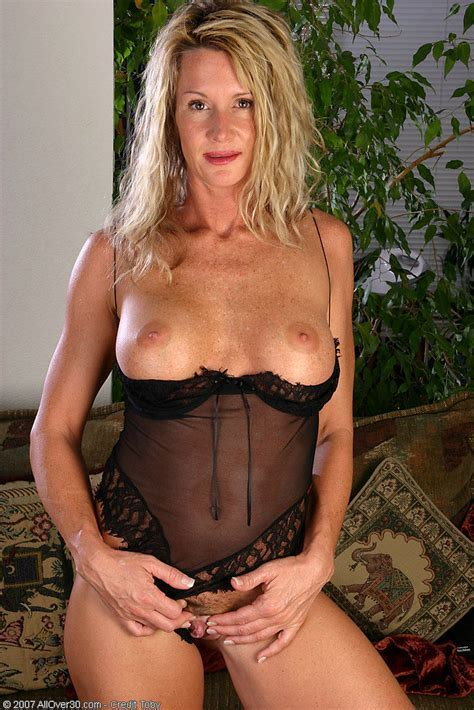 Year Old Milf In Black Lace Fingers Her Mature Pussy