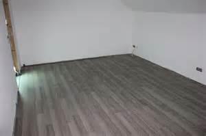 laminat kinderzimmer laminatboden im kinderzimmer verlegt wir bauen dann mal ein haus