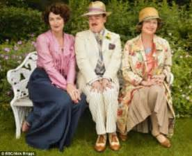 What deliciously vicious snobs! Anna Chancellor and ...